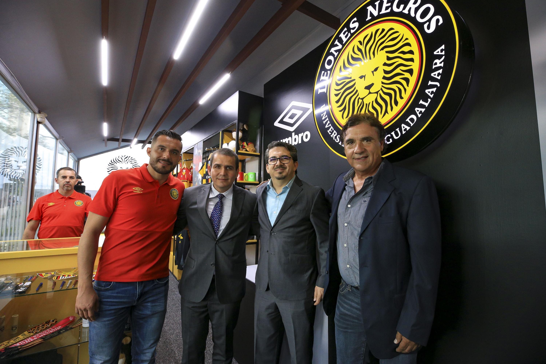 El maestro Alberto Castellano e invitados especiales a la inauguracion