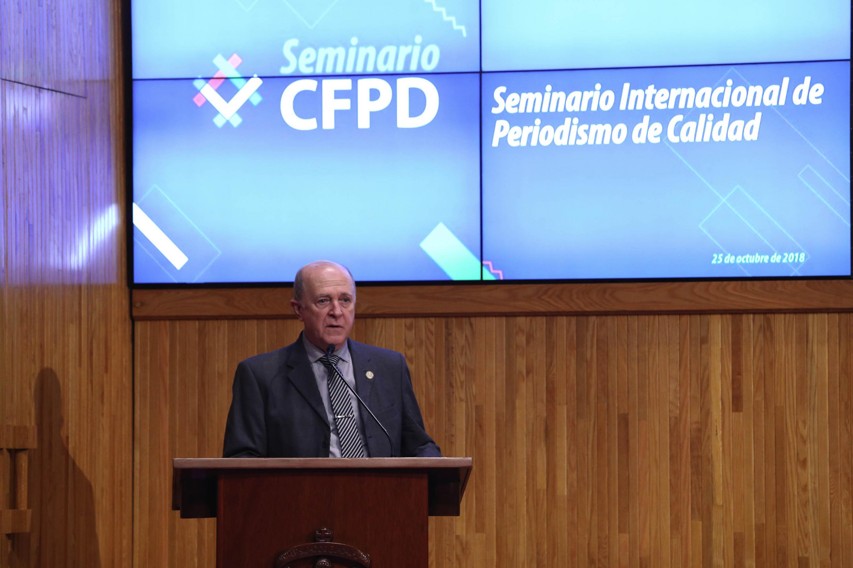 Rector General de la UdeG, doctor Miguel Ángel Navarro Navarro durante el inicio del Seminario Internacional de Periodismo de Calidad, en el Paraninfo Enrique Díaz de León de la Universidad de Guadalajara (UdeG).