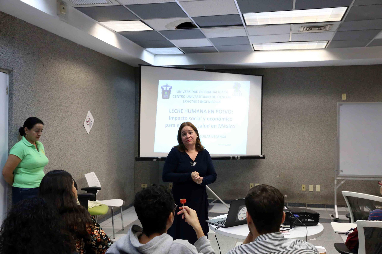 La doctora Blanca Rosa Aguilar Uscanga expone al publico los resultados del proyecto