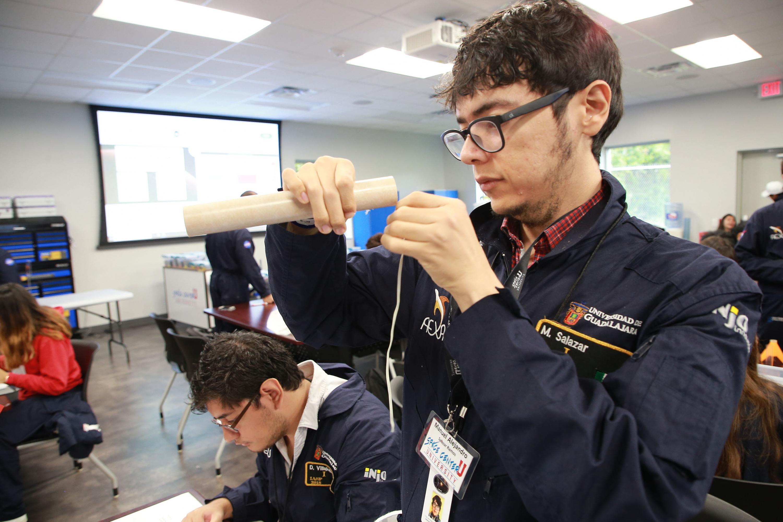 Los estudiantes de la UDG trabajaron en su proyecto en los espacios del Space Center de la NASA en Houston