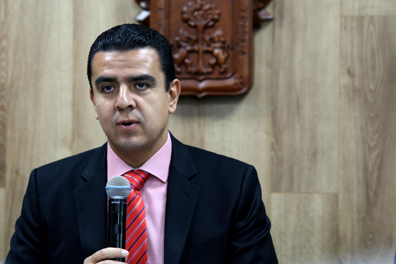 Coordinador General de Tecnologías de Información (CGTI), doctor Luis Alberto Gutiérrez Díaz de León, hablando frente al micrófono