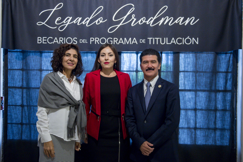 La directora del musa, la secretario técnico de Legado Grodman y la University of Guadalajara Foundation USA y el rector del CUAAD