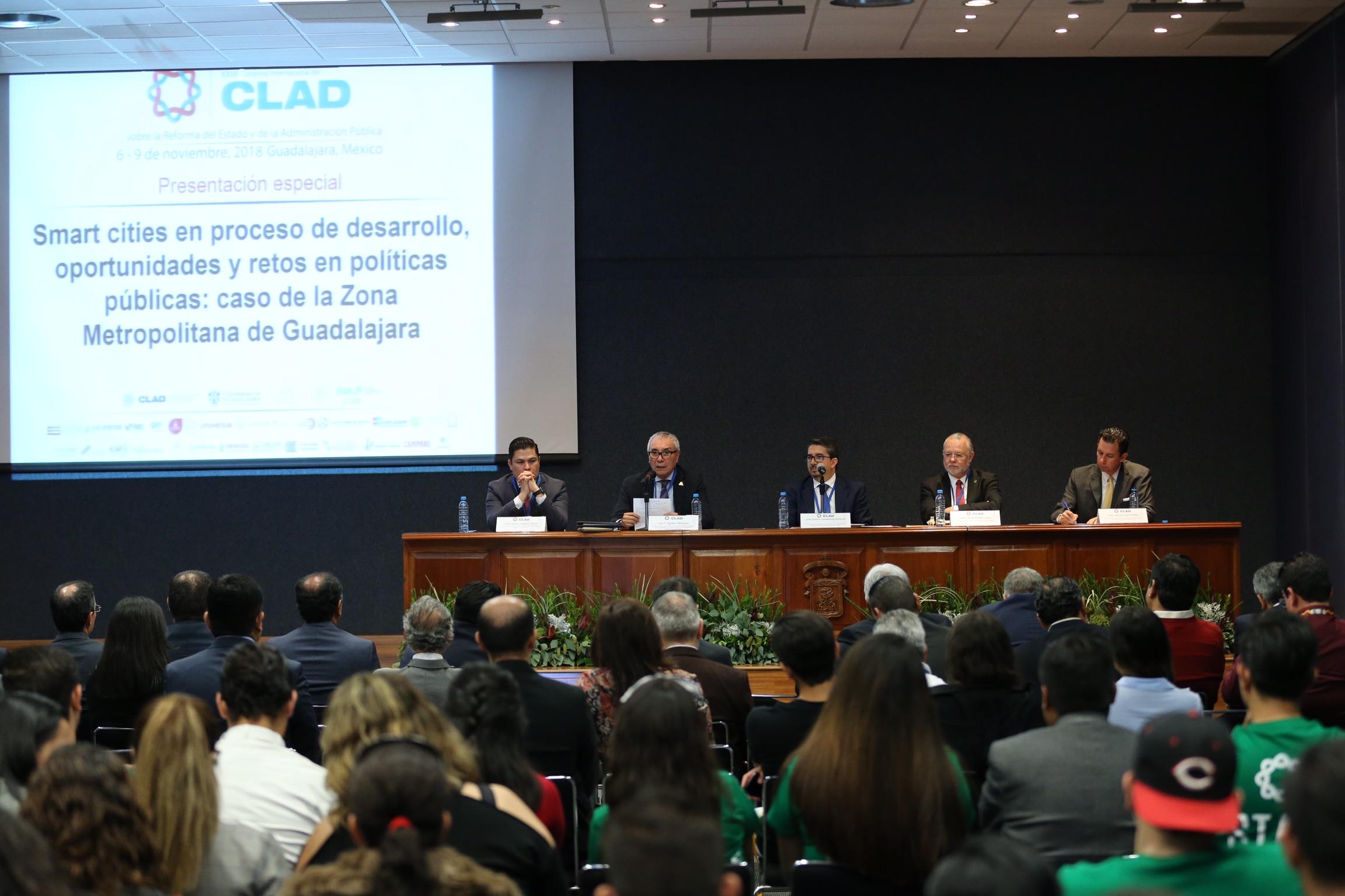 Doctor Luis Fernando Aguilar Villanueva, Director del Instituto de Investigación en Políticas Públicas y Gobierno del CUCEA, haciendo uso de la palabra.