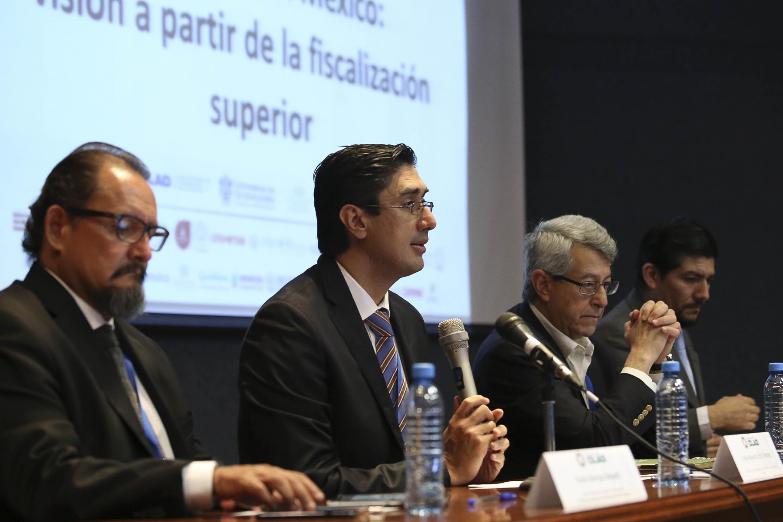 Panel de discusión en el CLAD sobre los retos del combate a la corrupción a partir de la fiscalización superior.