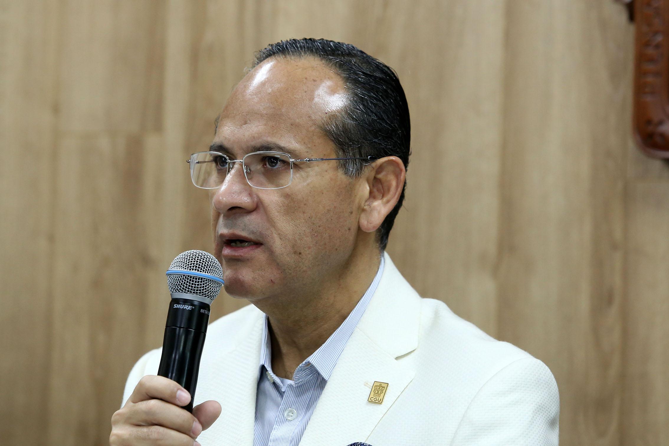 El doctor Héctor Raúl Pérez Gómez es Director del  Hospital Civil de Guadalajara