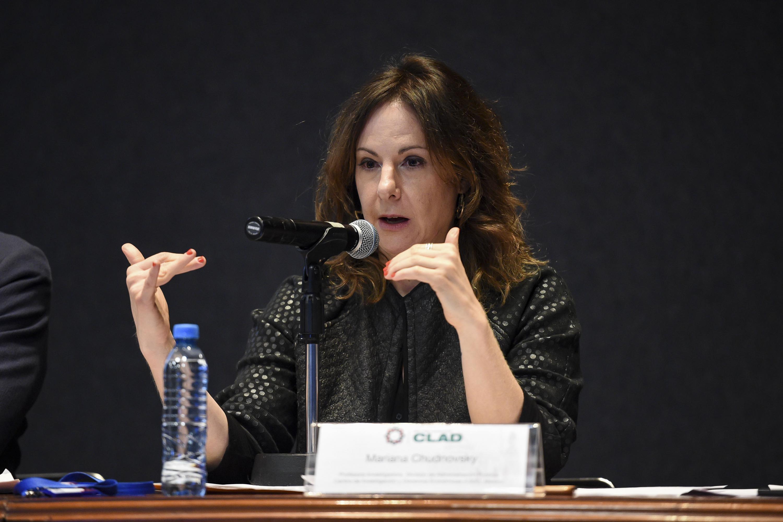 Doctora Mariana Chudnovsky, profesora-investigadora de la División de Administración Pública del CIDE, haciendo uso de la palabra