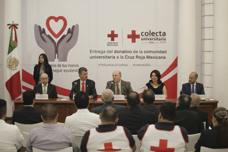 El rector general encabezo la ceremonia de entrega de donativo, aqui hablando al publico