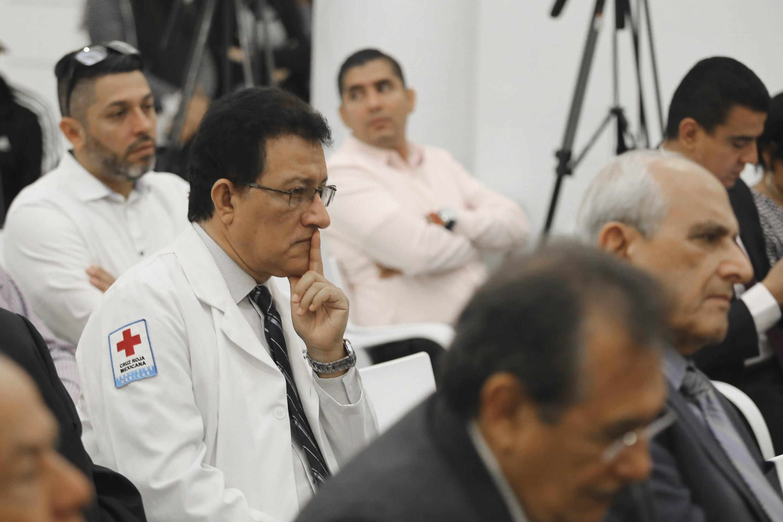 Un médico del publico assitente a la rueda de prensa
