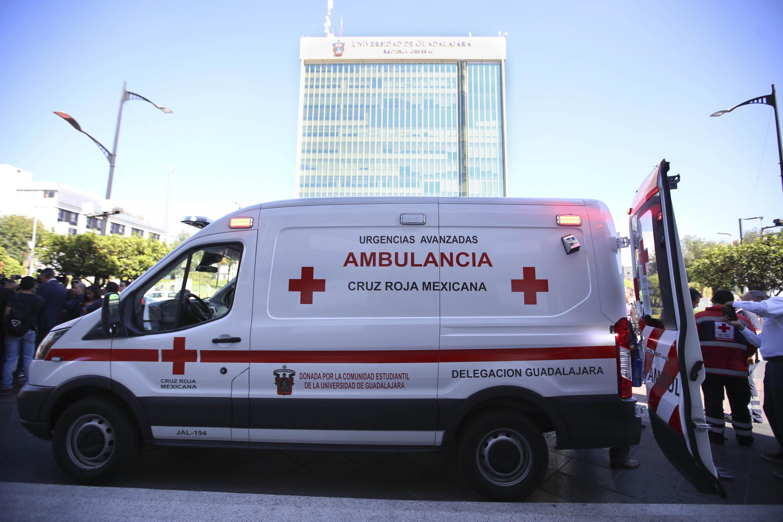 La ambulancia donada se presento a las afueras del Edificio de Rectoría General