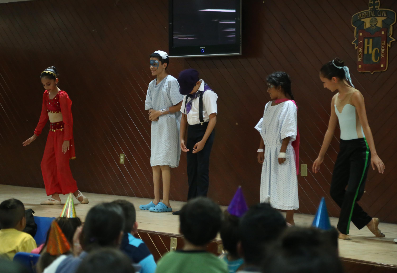 Pacientes pediátricos, participando en las actividades del Festival.