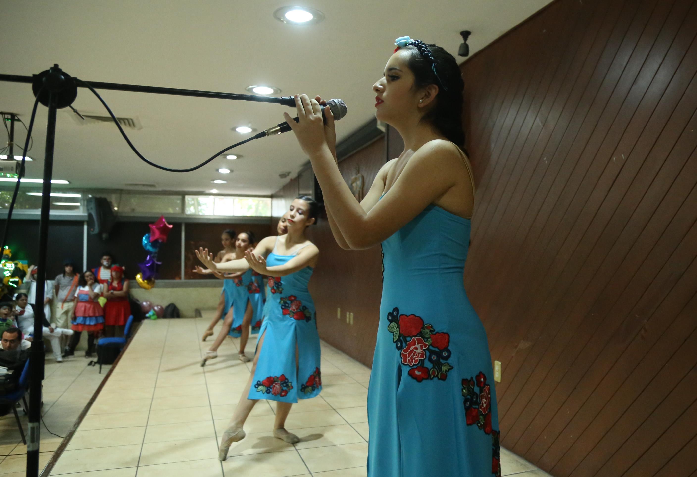 Presentación de baile de la muestra de ballet de la Academia de Danza Doris Topete.