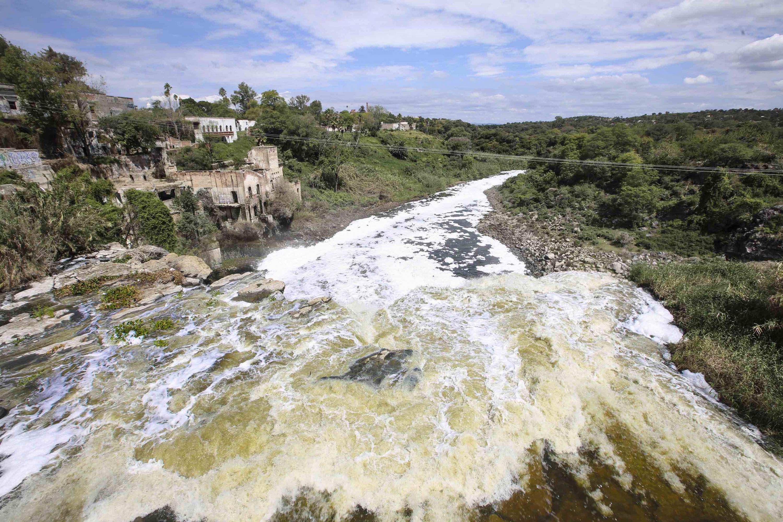 Vista panorámica de la cascada, conocida como El Salto de Juanacatlán que se nutre de las aguas del Río Santiago.