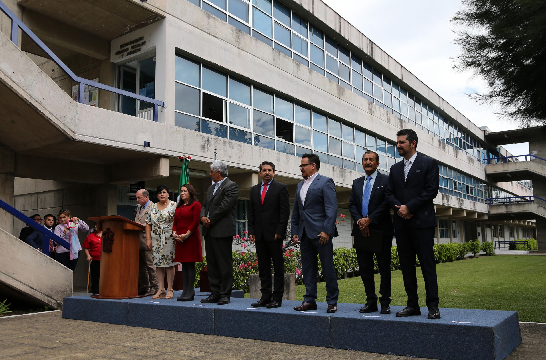 siete funcionarios inauguraron el Centro de Mediacion del CUCEA