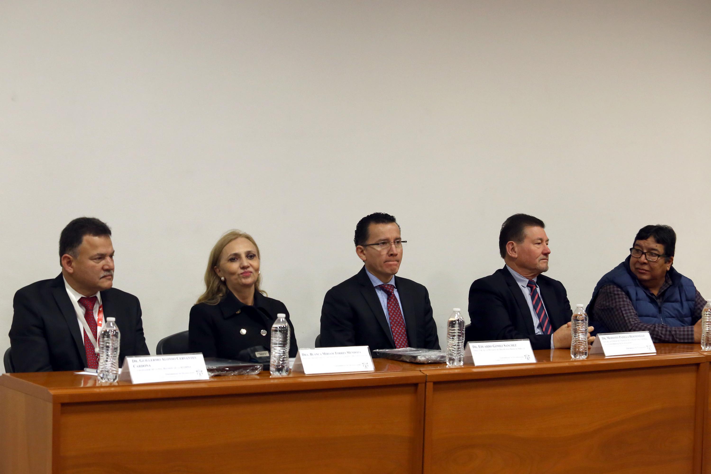 Mesa del presidium con autoridades y academicos del CUCS y REDIPSA