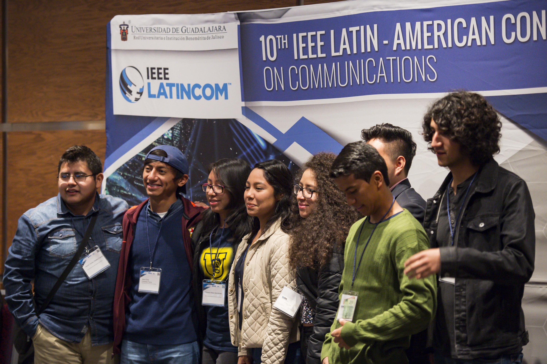Asistentes a la conferencia magistral del Profesor de la Universidad Brigham Young, de Estados Unidos de América (EUA), Michael Rice