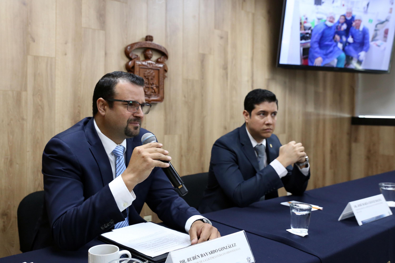 El doctor Rubén Bayardo González y el  doctor José María Chávez Maciel  son expertos en odontopediatrioa y hablaron con la prensa