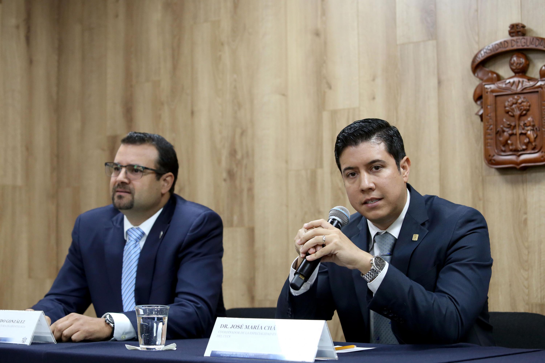 El doctor José María Chávez Maciel  explico a la audiencia la importancia del cuidado dental
