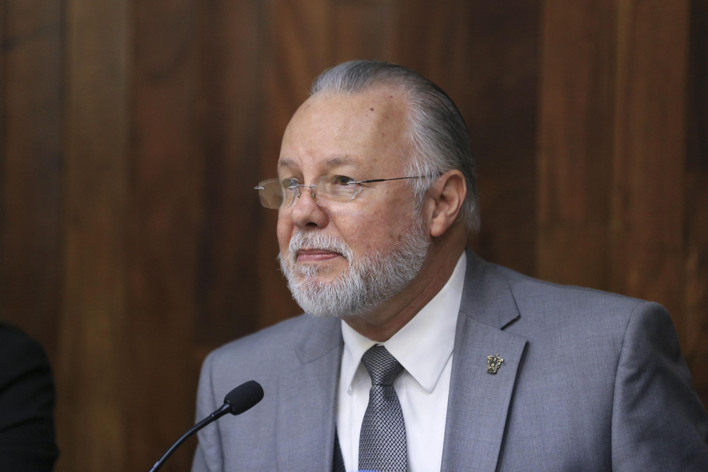 Jose Trinidad Padilla Lopez encabezó la conferencia en el auditorio del CUCSH
