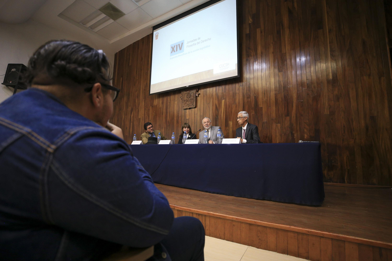 Vista desde el lado del publico en la conferencia