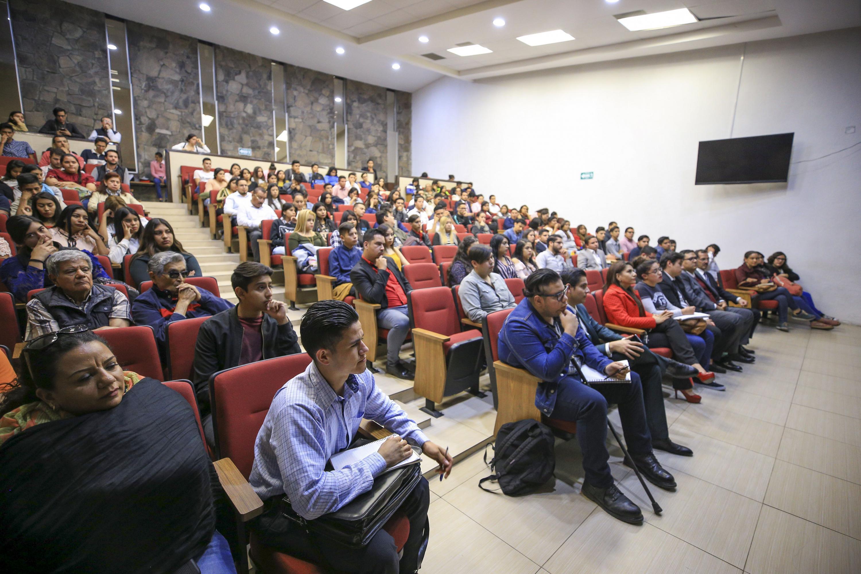 El auditorio se vio lleno durante la charla