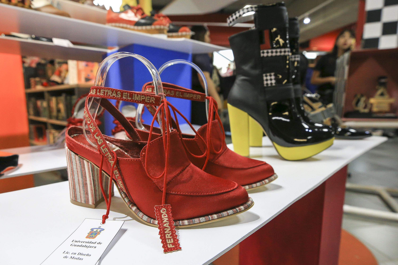 Zapatos de tacon rojo diseñados por los estudiantes del CUUAD