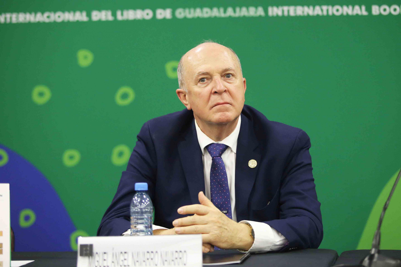 El Rector General de la UdeG, doctor Miguel Ángel Navarro Navarro en la mesa de presidium