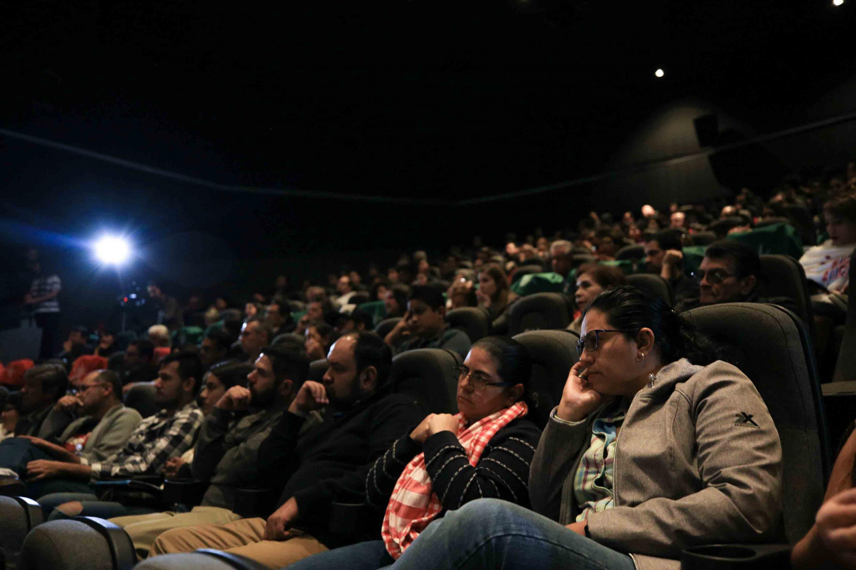 """Publico asistente a la inauguración del proyecto audiovisual Somos valientes """"Capítulo Jalisco"""", en la Sala Guillermo del Toro de la Cineteca FIGC"""