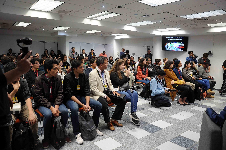La conferencia se realizó en la Sala del Centro Integral de Documentación del CUCEI