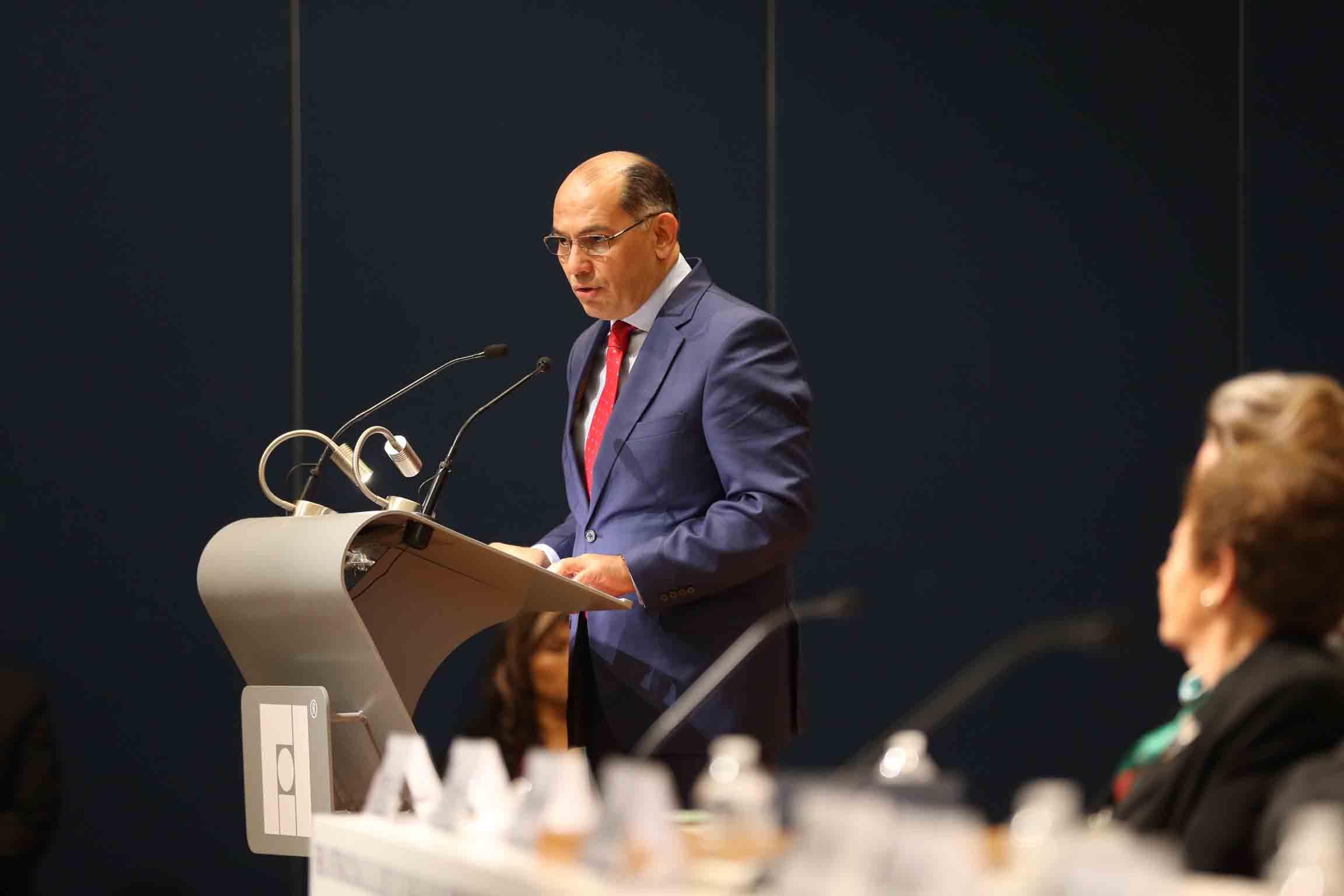 Doctor Sergio López Ruelas, haciendo uso de la palabra durante su homenaje