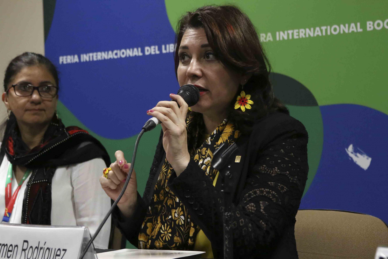 Vicerrectora Ejecutiva de esta Casa de Estudio, doctora Carmen Rodríguez Armenta, haciendo uso de la palabra durante la presentación de libro