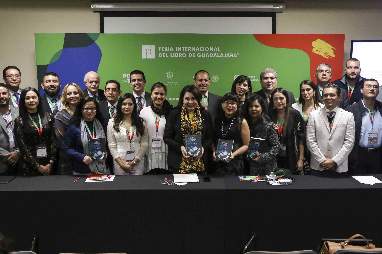 """Presentación del  libro:"""" Las tecnologías de información y comunicación: con rumbo a la transformación digital en la UdeG"""", presentado este miércoles en la FIL de Guadalajara 2018."""