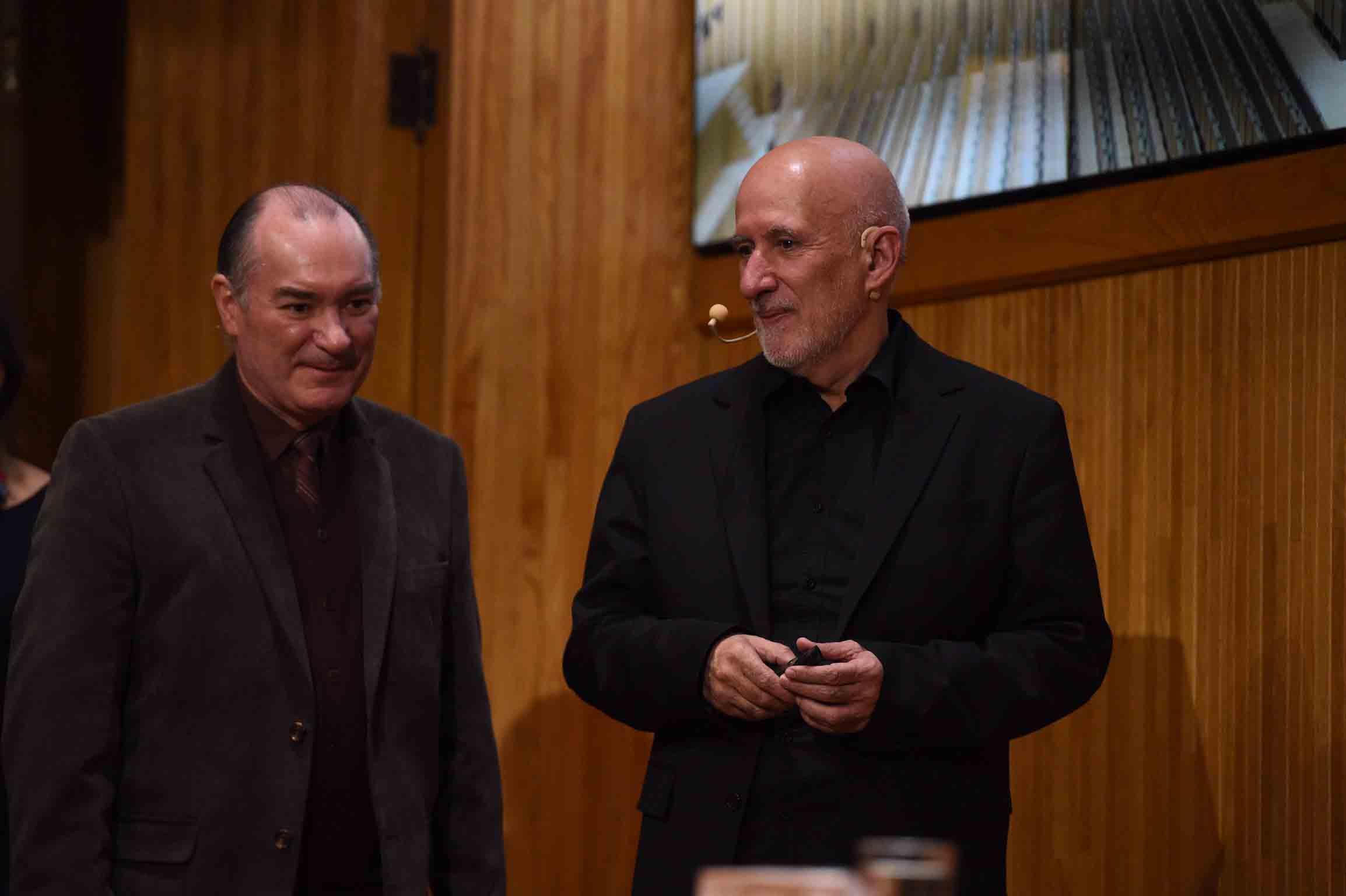 João Luís Carrilho da Graça, acompañado de un hombre.
