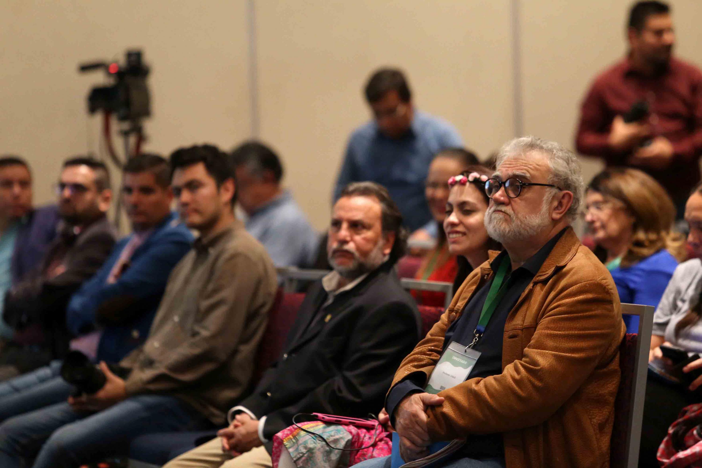 Público atento al evento.