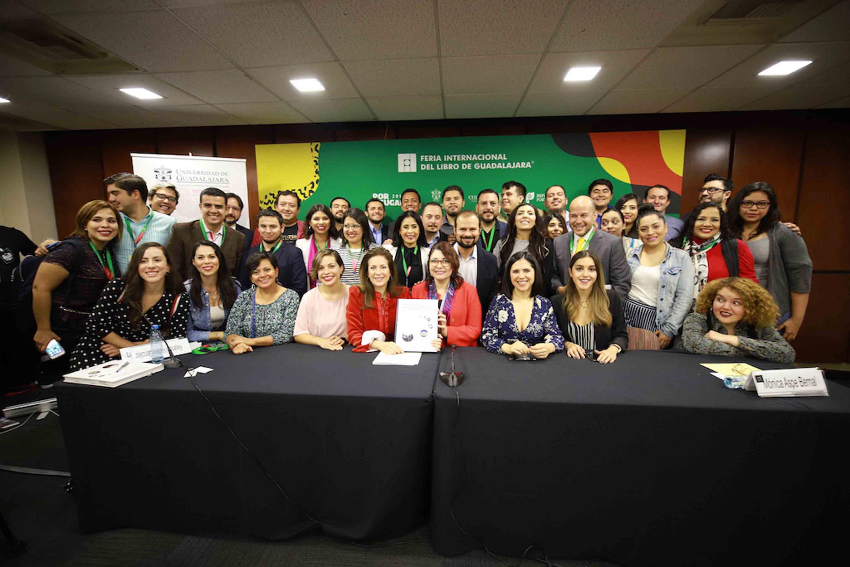 """Presentan México Conectado, vocaciones conectadas. Aprendizajes y experiencias de una política pública articulada con la Universidad de Guadalajara"""", es el título de la obra que en total contiene los textos de 22 autores"""