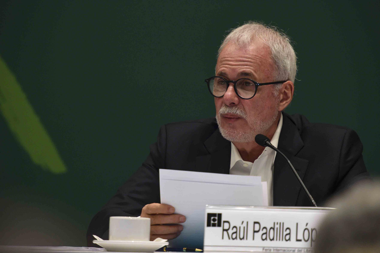 Presidente de la FIL, licenciado Raúl Padilla López, haciendo uso de la palabra