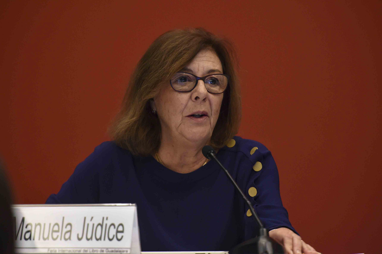 Comisaria de la Delegación de Portugal, Manuela Júdice, haciendo uso de la palabra durante la rueda de prensa