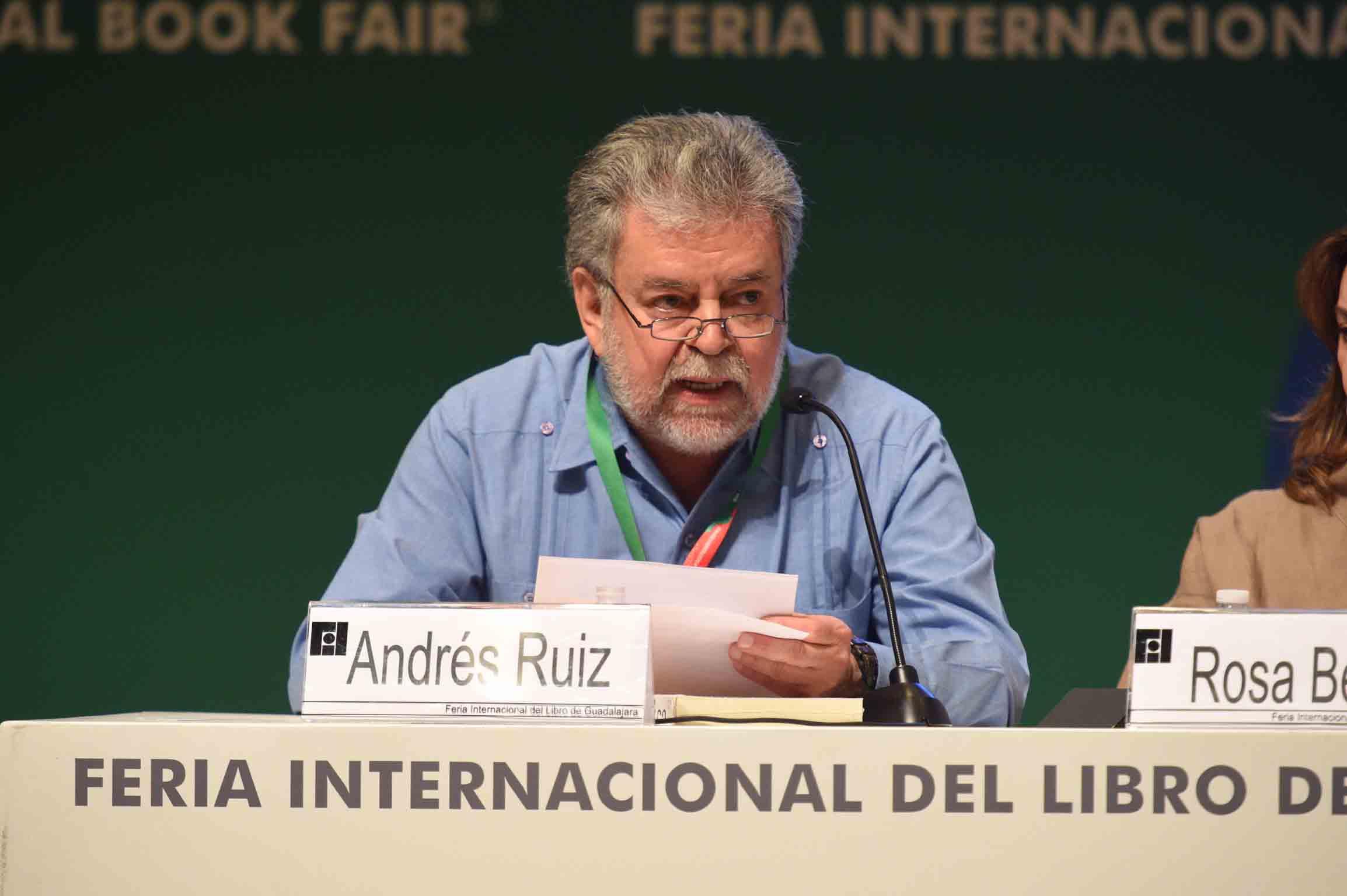 Andrés Ruiz, haciendo uso de la palabra  durante el homenaje a Benito Taibo