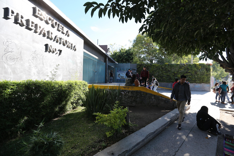 Vista lateral de la Entrada principal de la Escuela Preparatoria 7 de SEMS UDG
