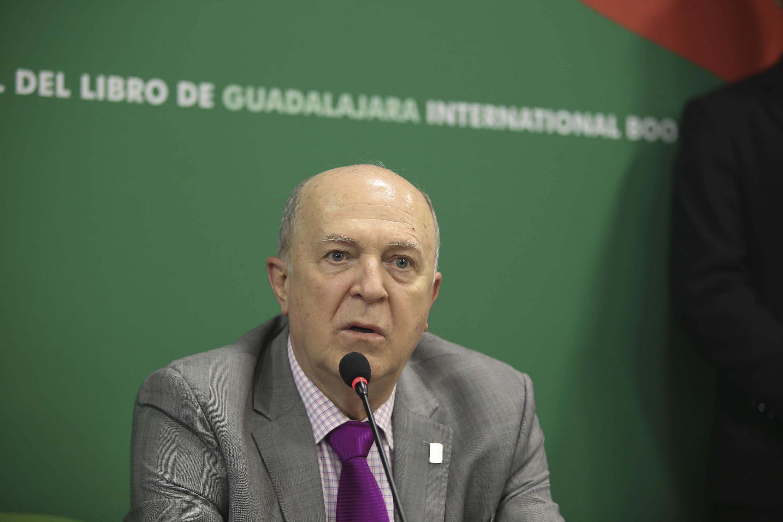 El doctor Miguel Ángel Navarro Navarro habló sobre el libro