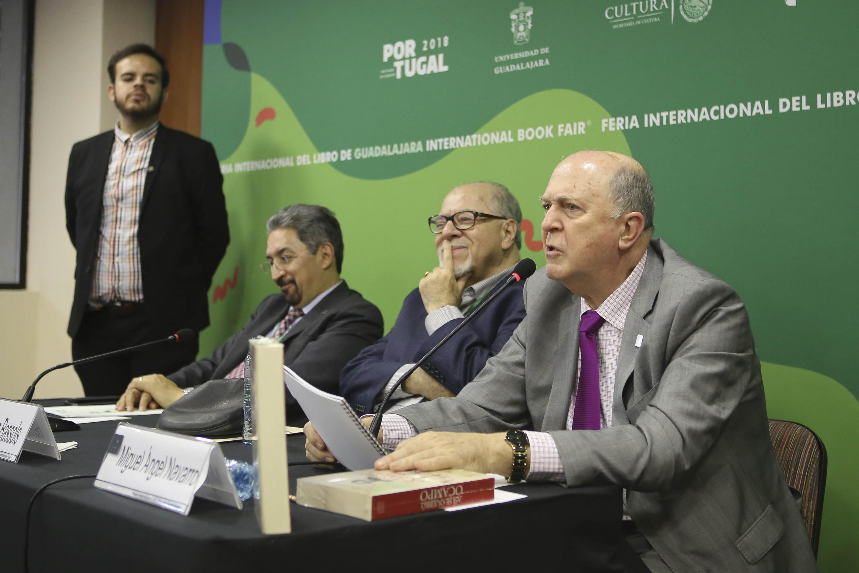 El abogado, diplomático y periodista Hermilo López-Bassols, compilador de la segunda edición del libro