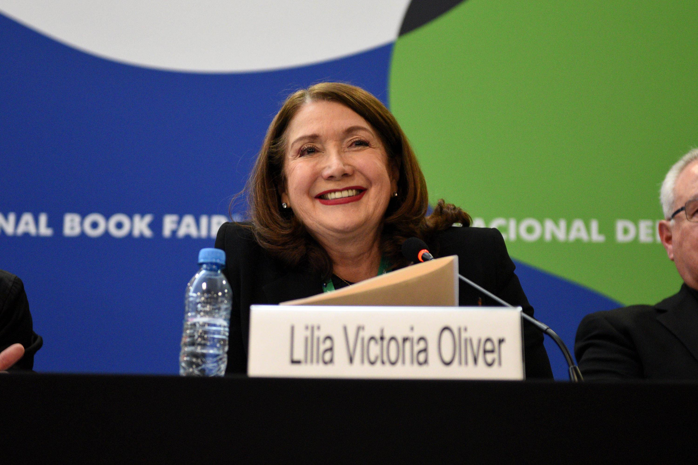 Rectora del Centro Universitario de la Costa Sur, doctora Lilia Victoria Oliver Sánchez, sonriendo.
