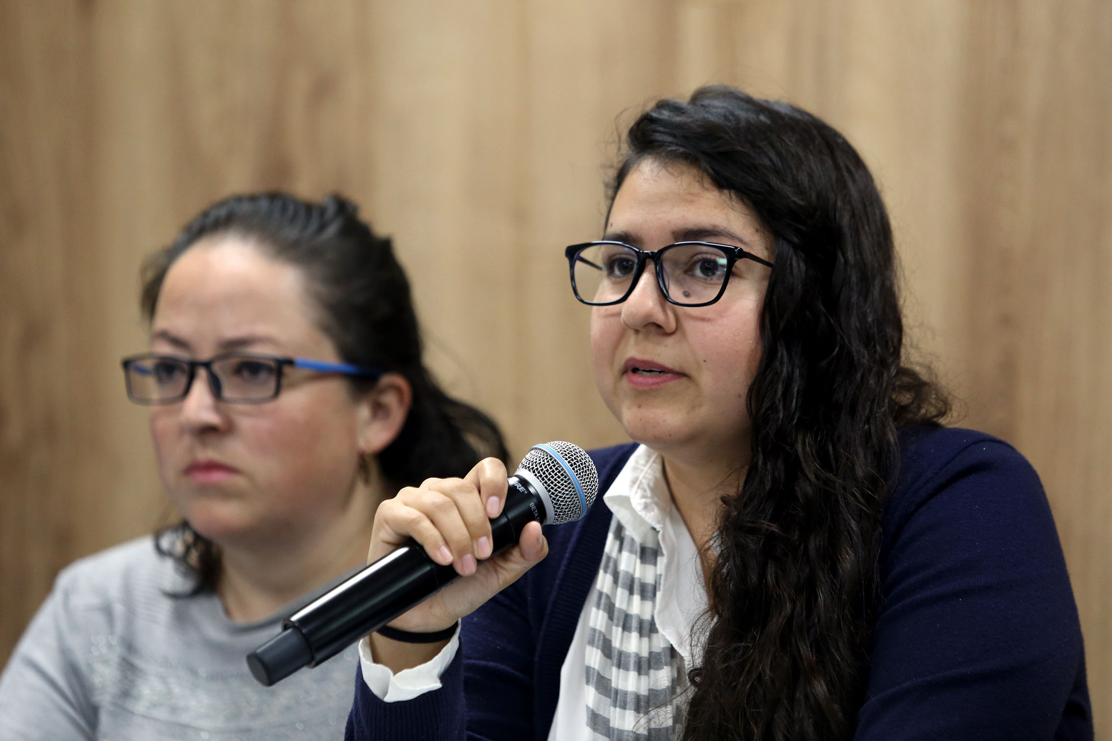 Ana Belén Vázquez Vázquez hablando al microfono