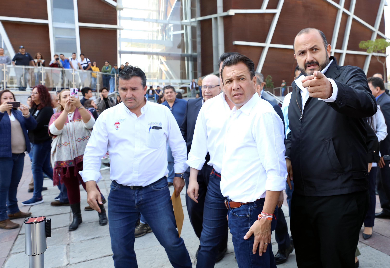 Presidente Municipal de Zapopan, licenciado Pablo Lemus Navarro y el Rector del Centro Universitario de Tonala durante la inauguración del Viaducto Belenes