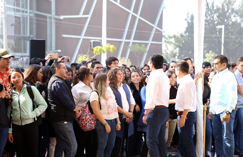 Autoridades Universitarias y gubernamentales durante la inauguración del Viaducto Belenes