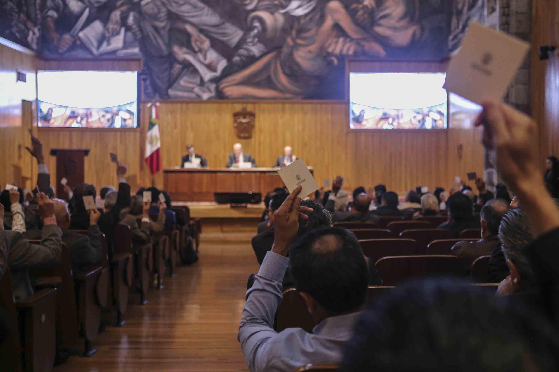 Vista panorámica del paraninfo universitario durante la sesion del consejo general universitario