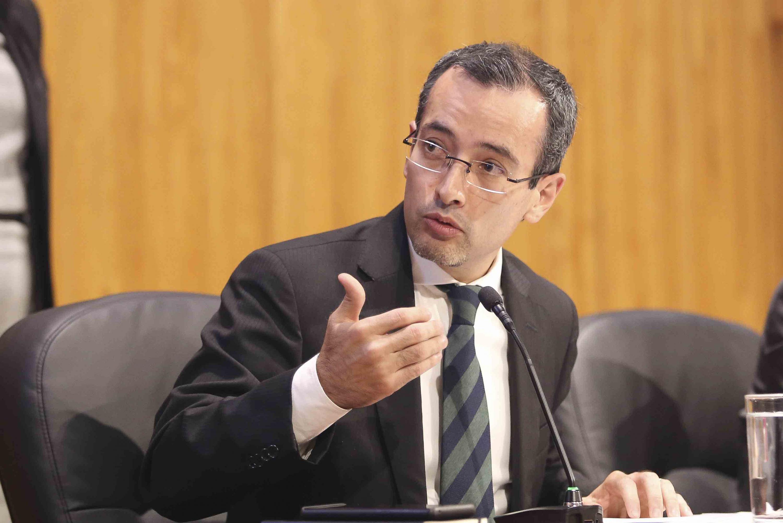 El vicerrector ejecutivo de la Universidad de Guadalajara durante la sesion del consejo
