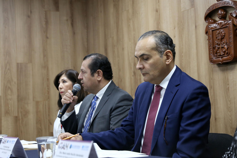 Presidente Ejecutivo del vigésimo primer CIAM, doctor Martín Gómez Lara, haciendo uso de la palabra