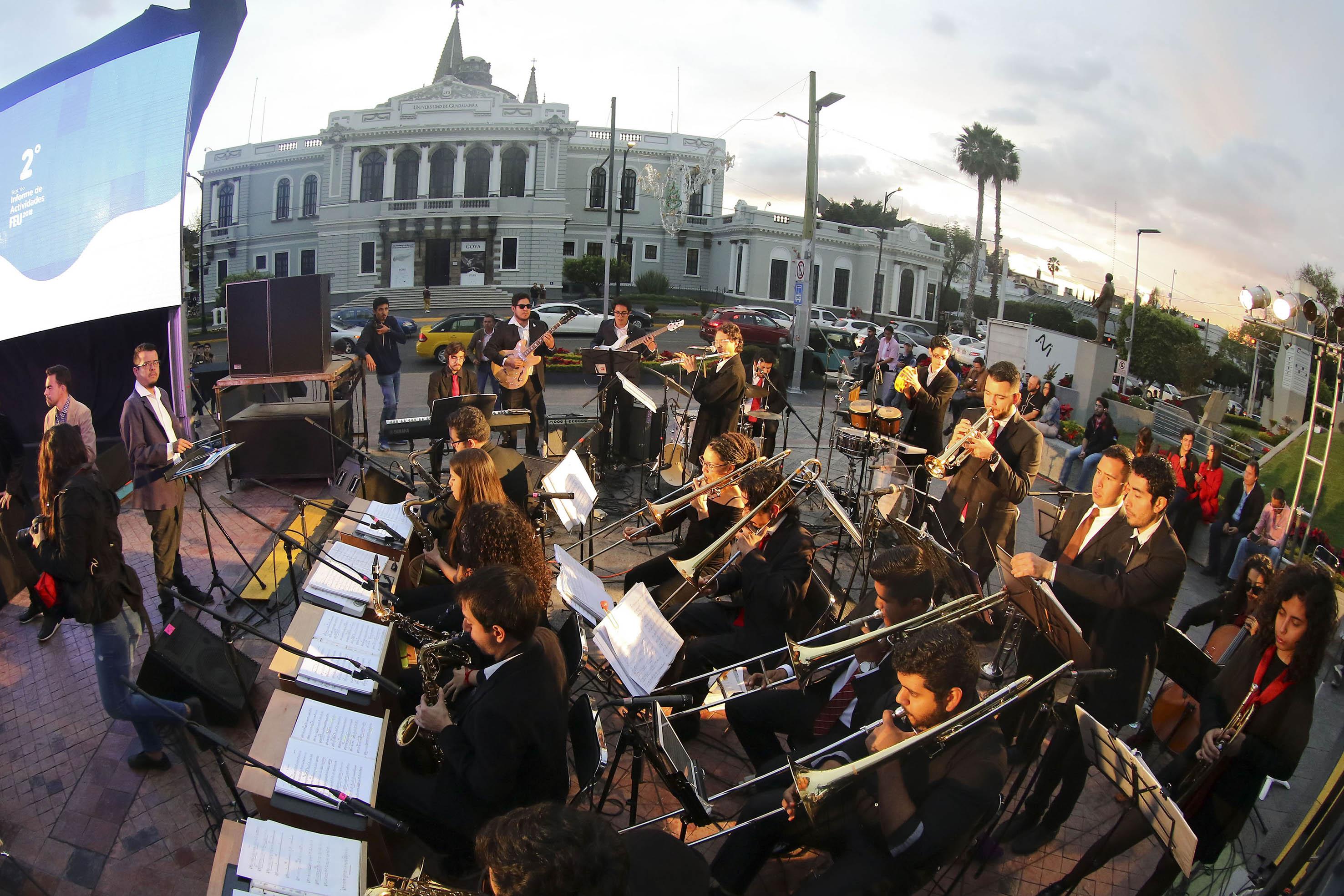 Orquesta de estudiantes que participaron en el evento