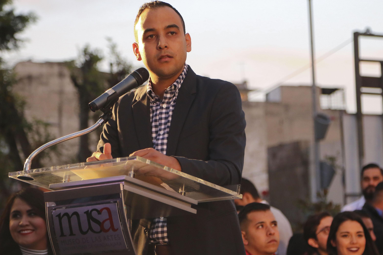 Jesús Arturo Medina hablando desde el podium al inicio de su informe