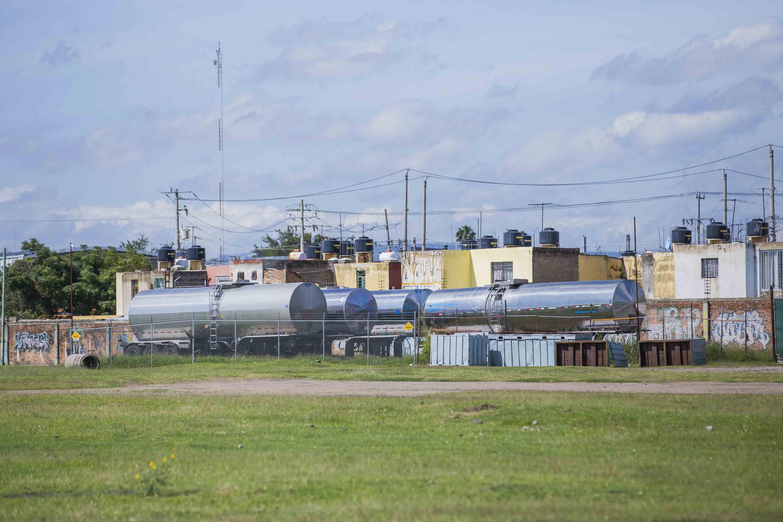 En la zona hay contenedores para trailers que ponen en riesgo las tumbas subterráneas por su peso